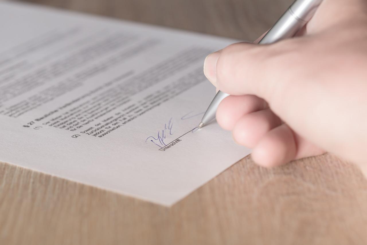 記事:【法務NAVIまとめ】契約書に不備があった場合の対処についてのイメージ画像