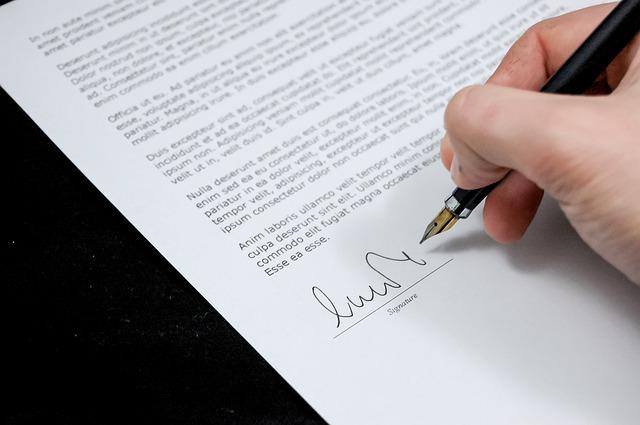 記事:従業員から取得する誓約書のポイントのイメージ画像