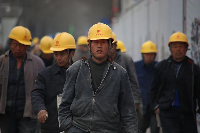 記事:除染作業員不正紹介で逮捕、職安法による規制についてのイメージ画像