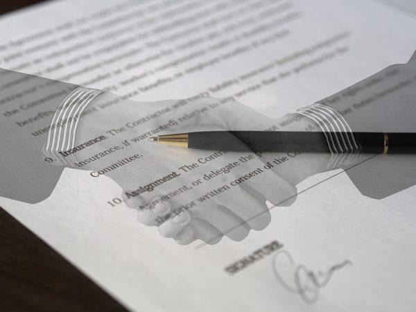 記事:法務部の業務と英文翻訳のイメージ画像