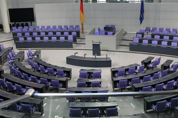 記事:裁判例に見る株主総会会場と議事運営のイメージ画像