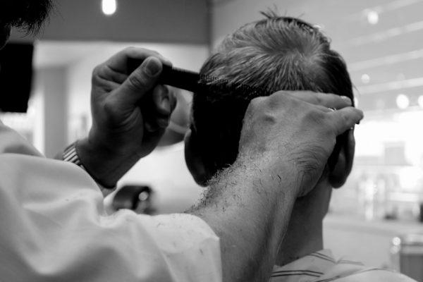 記事:頭丸刈りで賠償命令、「指導」と「パワハラ」についてのイメージ画像
