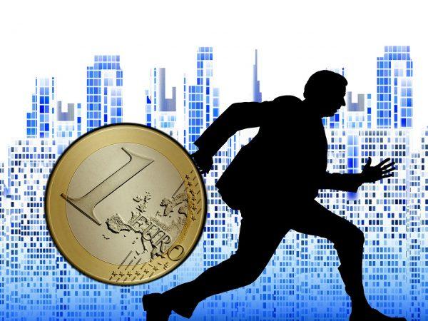 記事:京セラの元経理が3700万円着服、懲戒解雇についてのイメージ画像